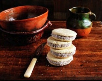Easy Gourmet Recipes - Alfajores (Caramel Cookies)